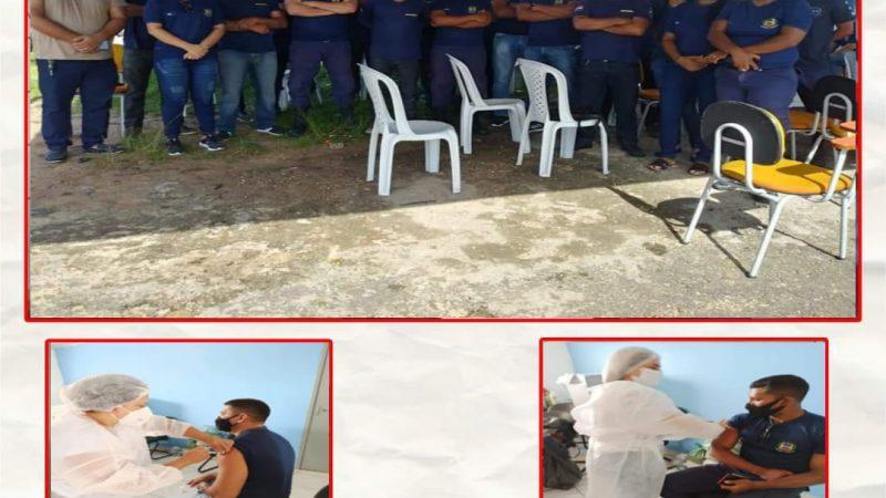 A Guarda Civil Municipal de São Benedito do Rio Preto, tomou hoje, 15, a primeira dose da AstraZeneca, vacina contra a COVID 19, no Quartel da Polícia Militar de Itapecuru Mirim.